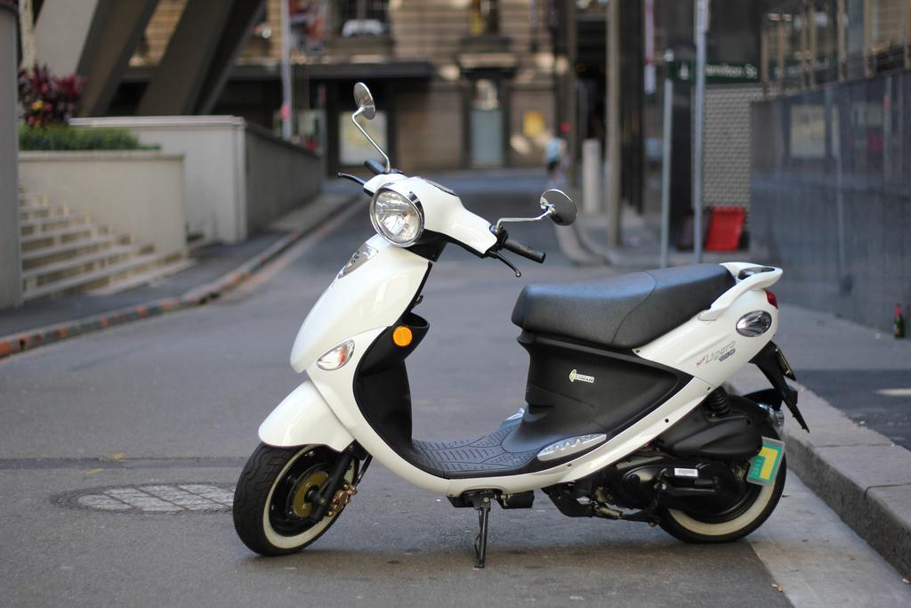 miss blog scooter ou moto 125cm3 lequel choisir miss blog. Black Bedroom Furniture Sets. Home Design Ideas