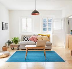 Des fenêtres en bois blanches pour un intérieur lumineux