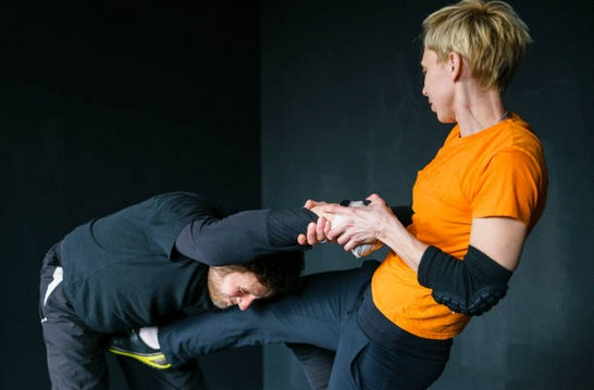 self-defense-femme