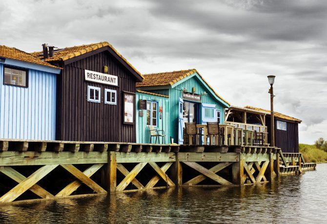 Des cabanes de pêche colorées sur l'île d'oléron
