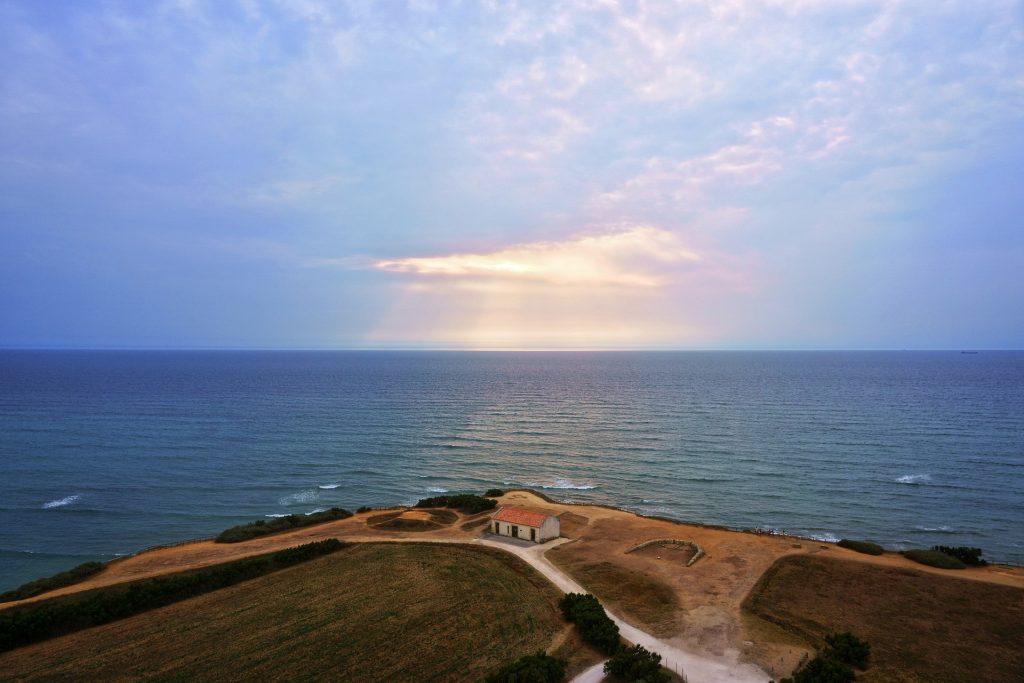 Coucher de soleil sur la mer depuis l'île d'oléron